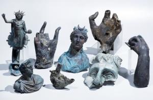 09-israel-shipreck statues